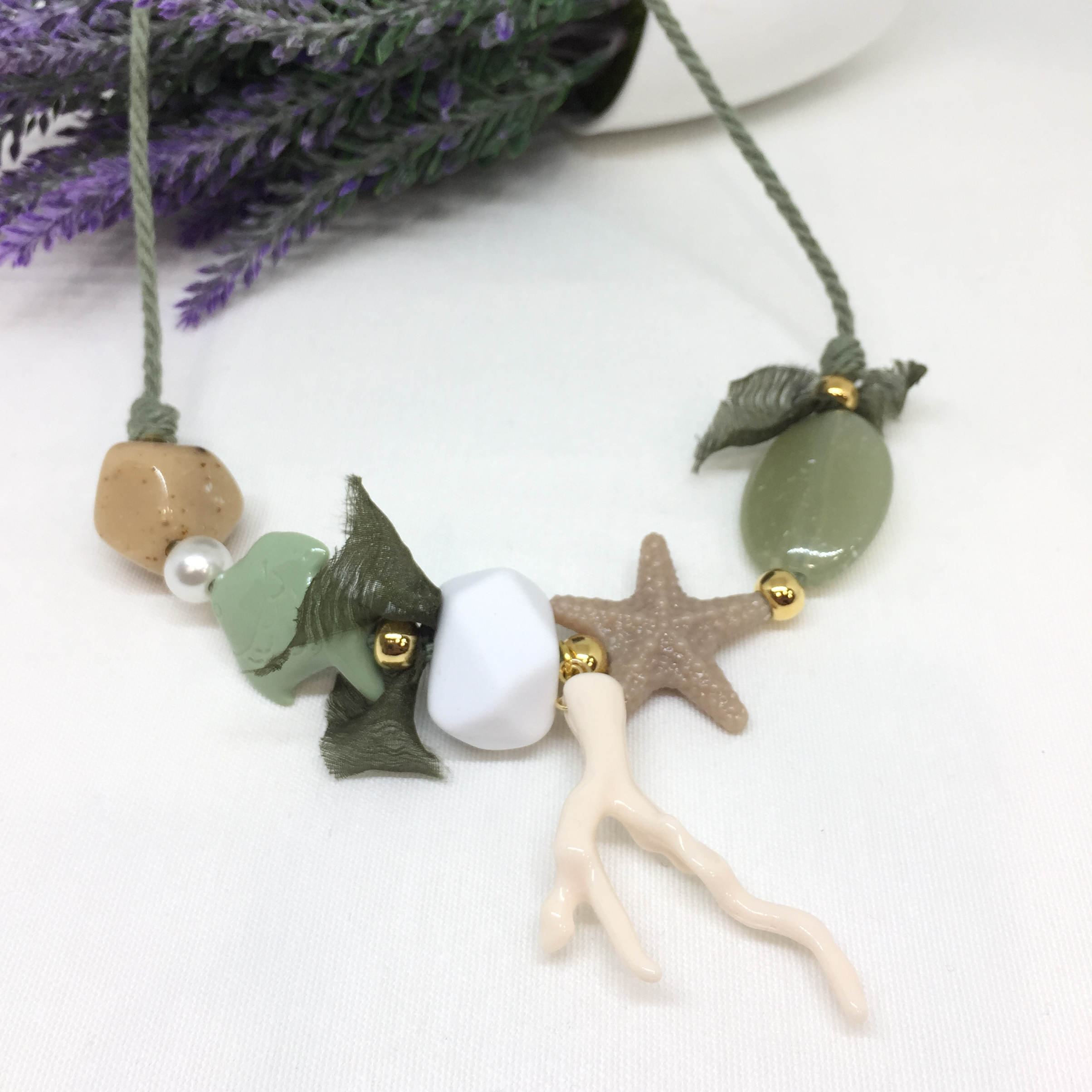 8c2f2bfa47c6 Collar resinas tonos verdes y beiges – LA TIENDA DE ALI