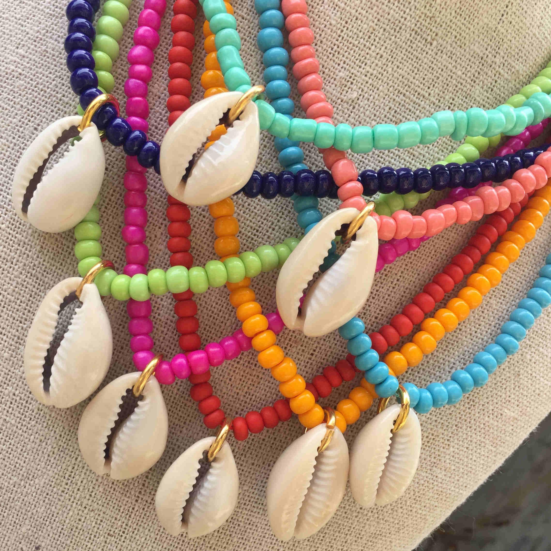 Collar abalorios colores con concha natural