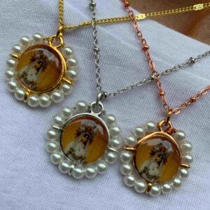 Gargantilla virgen de Begoña piedras y perlas