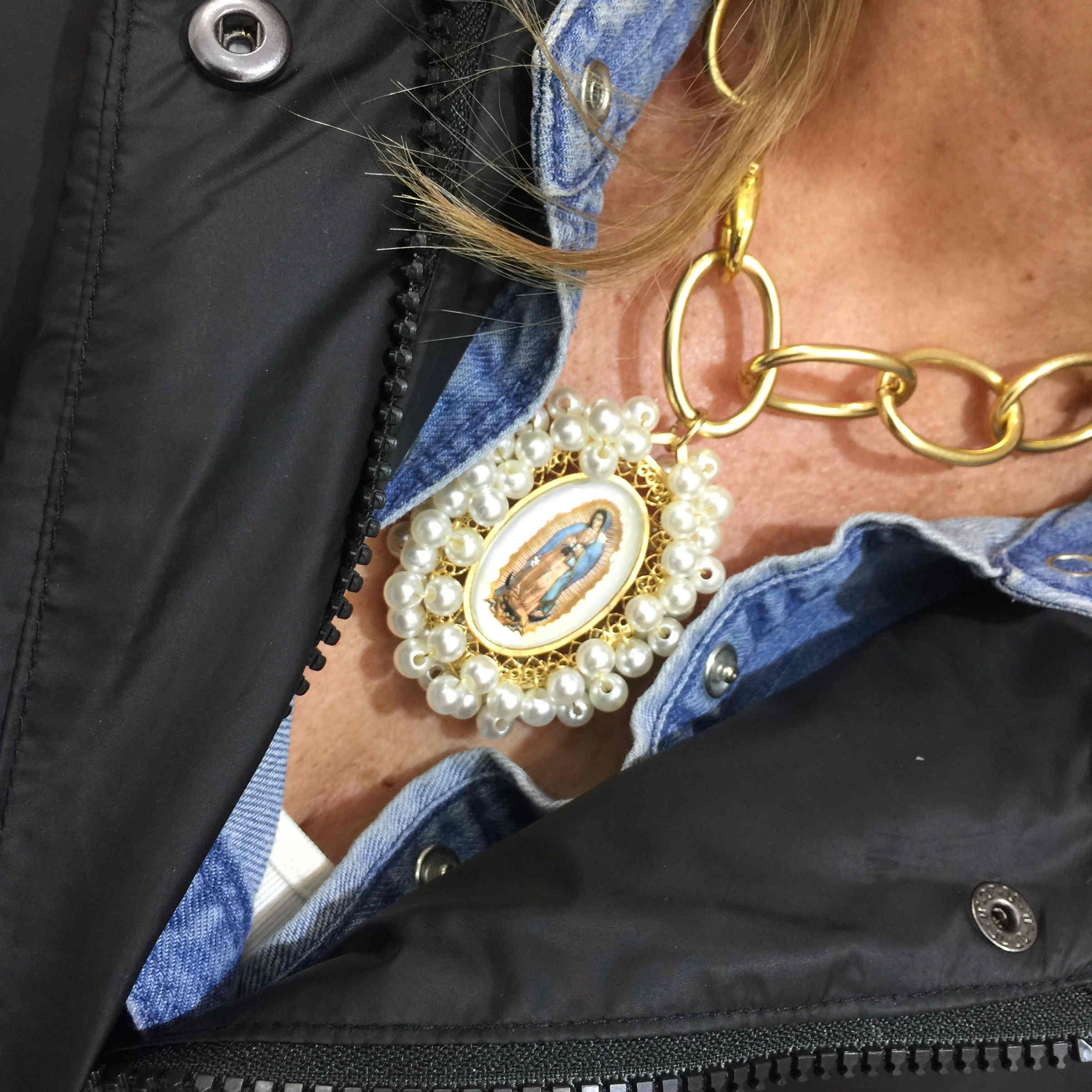 Collar medalla Virgen de Guadalupe.