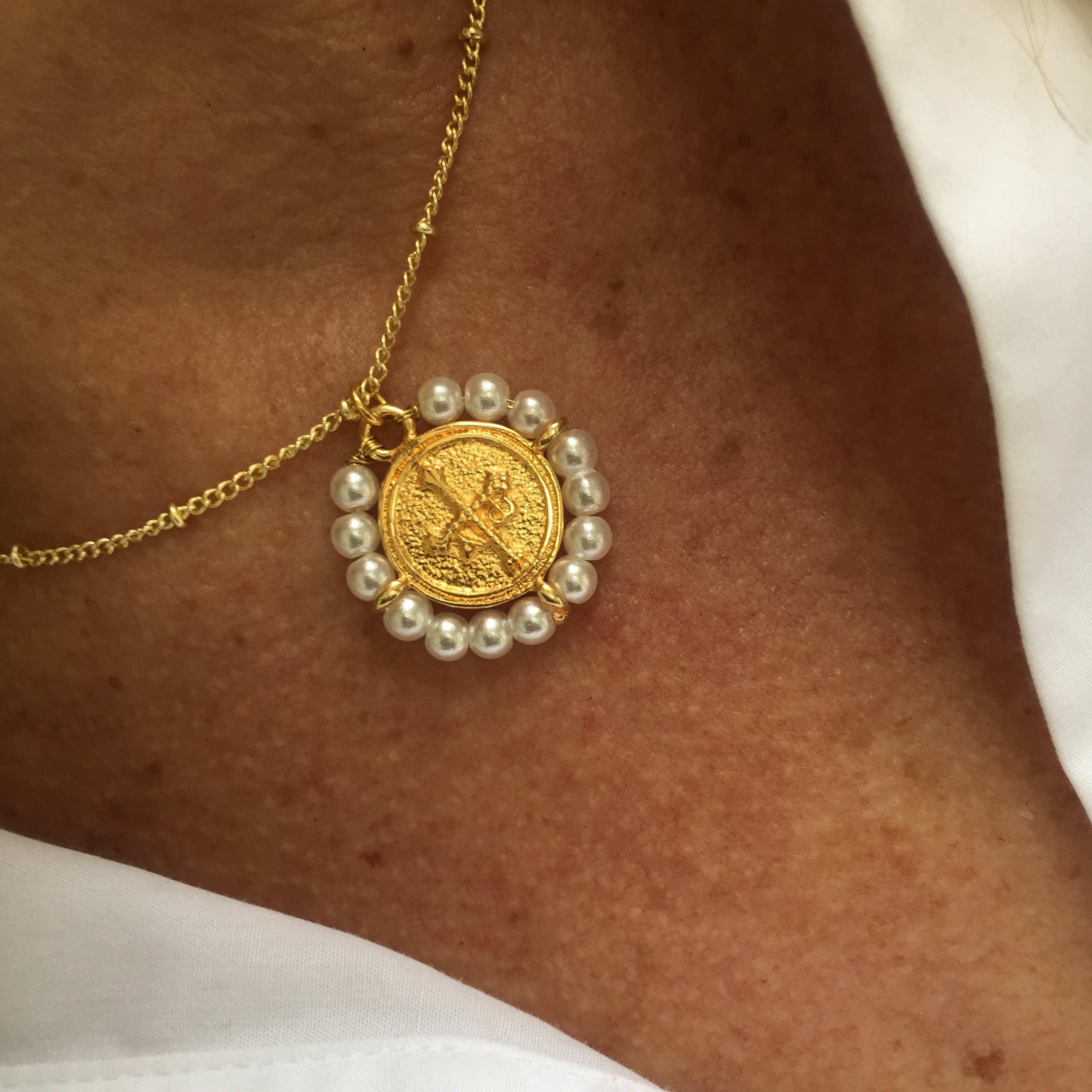 Collar cadena con medalla Cruz de la Victoria
