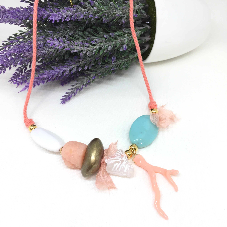 Collar resinas tonos coral y turquesa