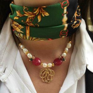 Collar perlas y piedras con colgante flor de loto