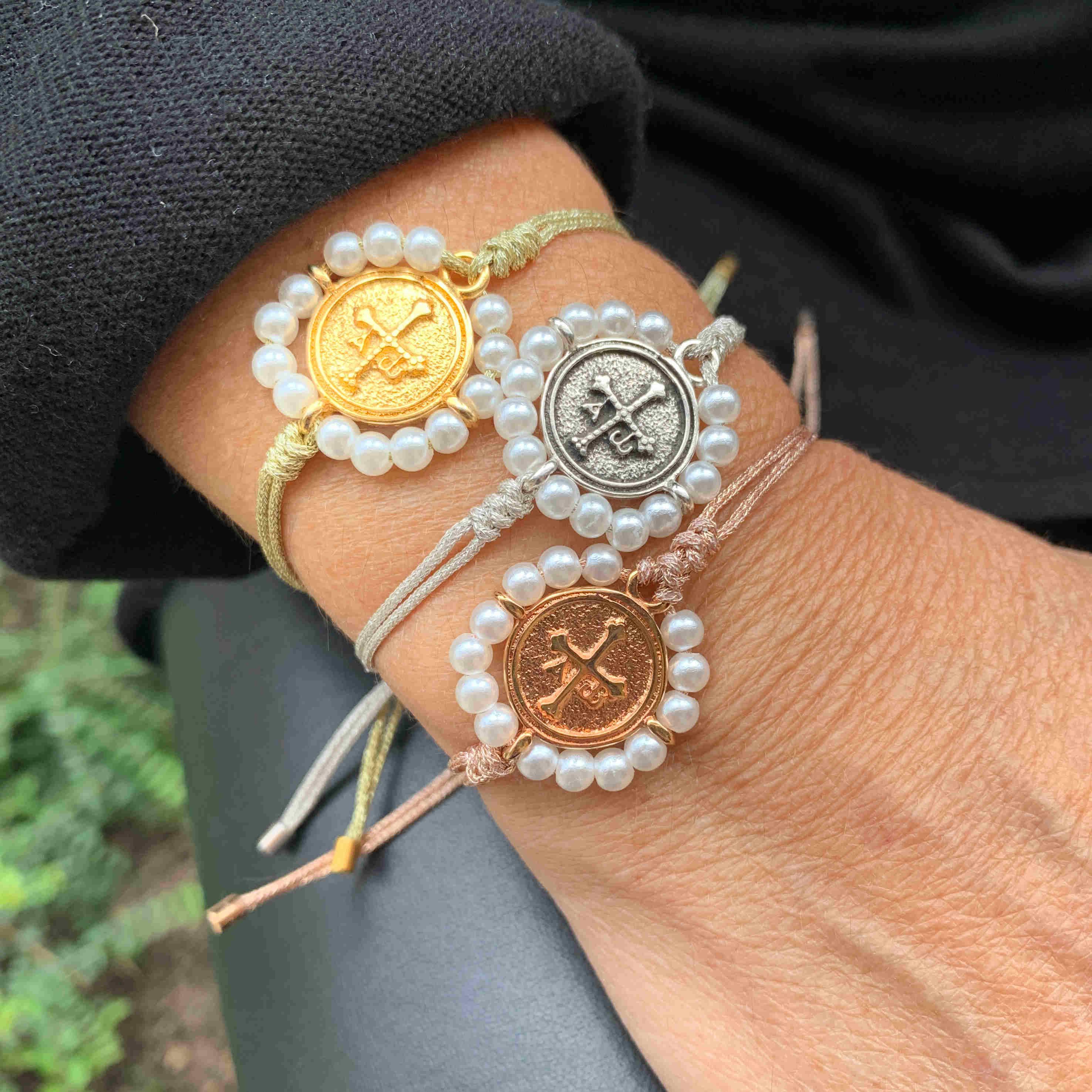 Pulsera Cruz de la Victoria perlas con hilo japones