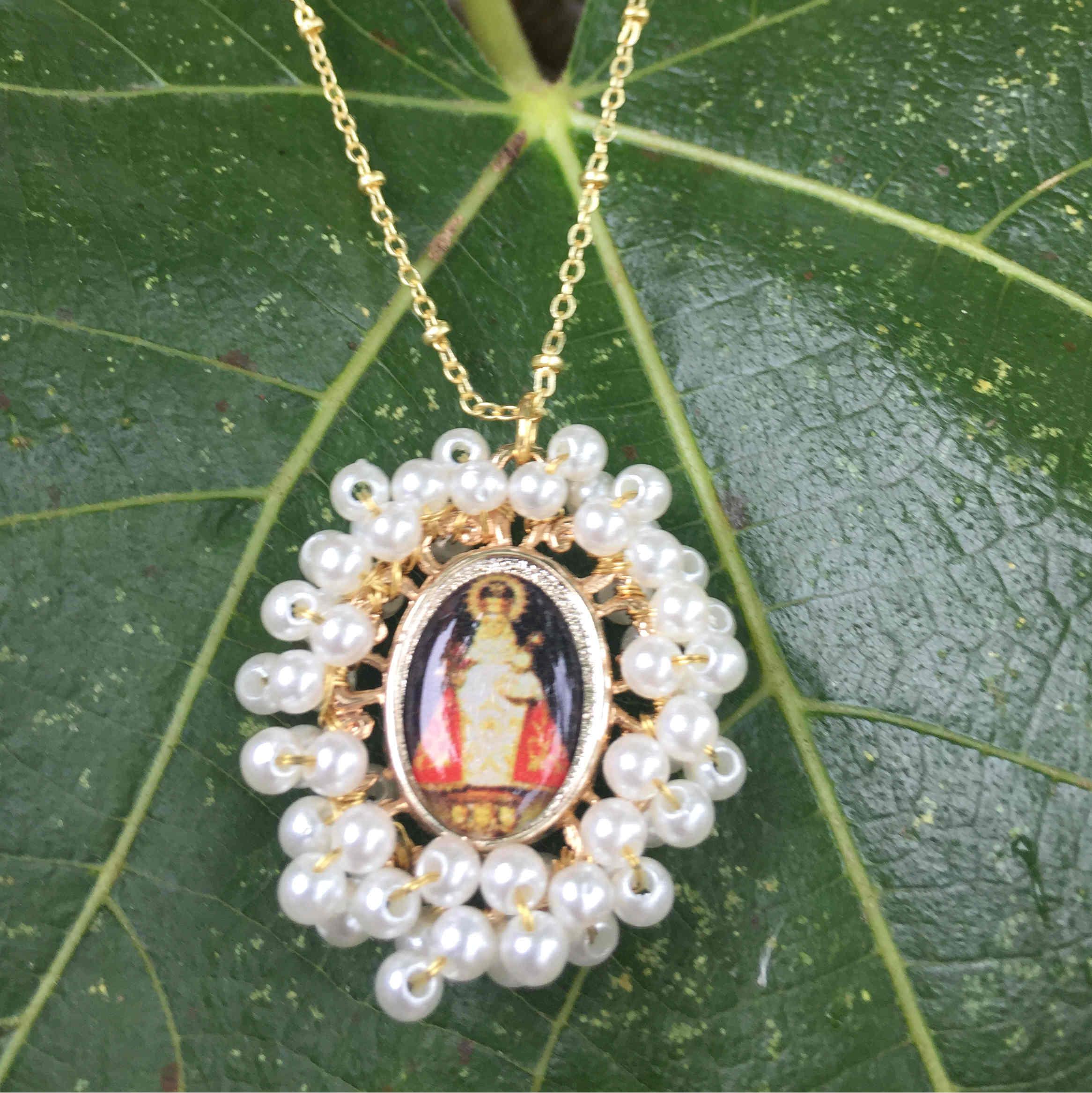 Gargantilla Virgen de Covadonga  con perlas