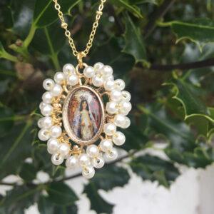 Gargantilla virgen del Carbayu con perlas